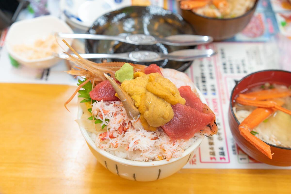 【ぽけ旅Vol.5-4】小樽の三角市場の海鮮丼は並んでも滝波食堂へ!
