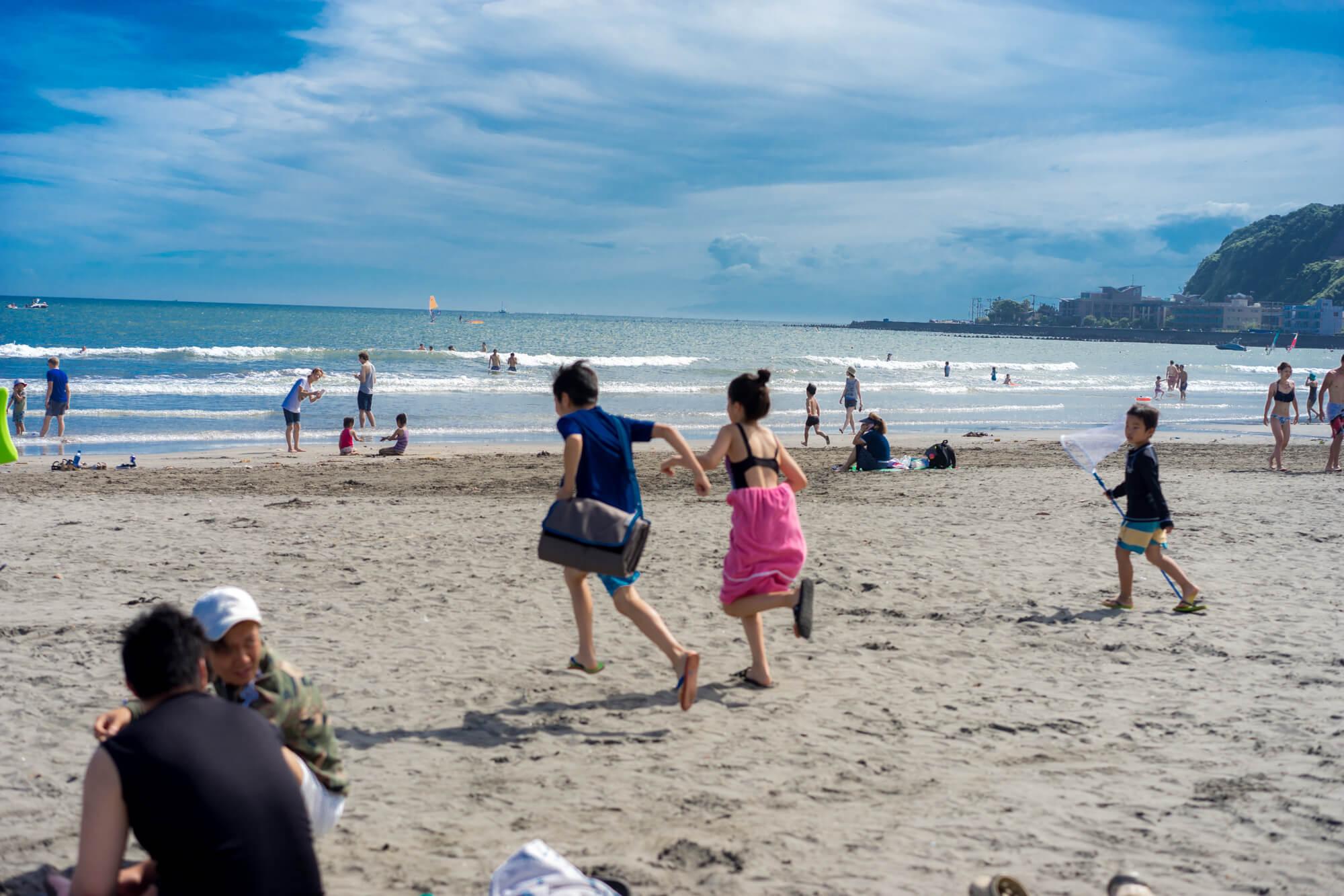 鎌倉の夏を写真で切り取る 青春を詰め込んだ浜辺、由比ヶ浜