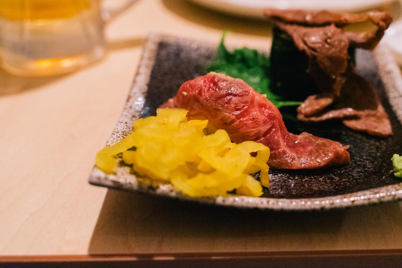 満足感ある肉料理をつまみに、しっぽりお酒を飲めるお店「くずし肉割烹 ○喜(まるよし)」[PR]